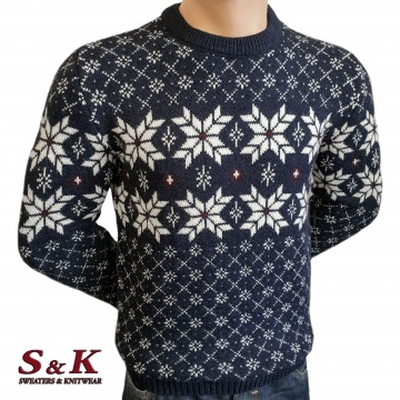 Дебел мъжки пуловер със зимни мотиви