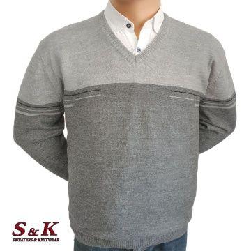 Двуцветен мъжки пуловер в големи размери с остро деколте